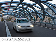Röhrenförmige Tragstruktur der Hans-Wilsdorf-Brücke, Genf, Schweiz... Стоковое фото, фотограф Zoonar.com/Pant / age Fotostock / Фотобанк Лори