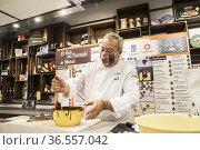 CHOCOLATIER CHEF JUSTO ALMENDROTE AT INTERNATIONAL CHOCOLATE FAIR... Редакционное фото, фотограф Rafael De La Camara / age Fotostock / Фотобанк Лори