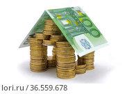 Haus mit Euro. Стоковое фото, фотограф Zoonar.com/Wolfilser / easy Fotostock / Фотобанк Лори