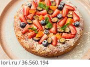 Sweet summer bright cakes with fruit and berries. Стоковое фото, фотограф Zoonar.com/Ruslan Olinchuk / easy Fotostock / Фотобанк Лори