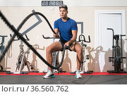 Man working out with rope in functional training fitness gym. High... Стоковое фото, фотограф David Herraez Calzada / easy Fotostock / Фотобанк Лори