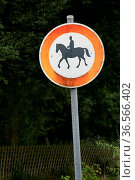 Reiter verboten. Стоковое фото, фотограф Zoonar.com/Martina Berg / easy Fotostock / Фотобанк Лори