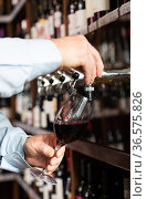 Hands of bartender pouring red wine from tap. Стоковое фото, фотограф Яков Филимонов / Фотобанк Лори