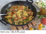 Delicious fried zucchini in a cast-iron frying pan. Стоковое фото, фотограф Galina Tolochko / Фотобанк Лори