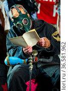 World after nuclear war. Last surviving mutants in gas mask. Стоковое фото, фотограф Евгений Ткачёв / Фотобанк Лори