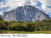 Der Monte Casale ist ein 1632 Meter hoher Berg in den Gardaseebergen... Стоковое фото, фотограф Zoonar.com/Eder Christa / age Fotostock / Фотобанк Лори