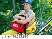 Severin Freund (WSV DJK Rastbüchl) im Lift beim Herren Einzelwettbewerb... Стоковое фото, фотограф Zoonar.com/Joachim Hahne / age Fotostock / Фотобанк Лори