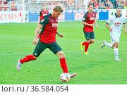 Amir Abrashi (Freiburg), mit Ball, 2. Fussball-BL: 7. Sptg.: SC Freiburg... Стоковое фото, фотограф Zoonar.com/Joachim Hahne / age Fotostock / Фотобанк Лори