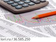 Finanzen mit Chart, Zahlentabelle und Taschenrechner. Стоковое фото, фотограф Zoonar.com/Wolfilser / easy Fotostock / Фотобанк Лори