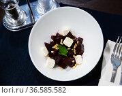 Salad with boiled beetroot and fresh cheese. Стоковое фото, фотограф Яков Филимонов / Фотобанк Лори