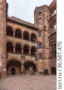Гейдельберг, Германия. Гейдельбергский замок: средневековый фасад с аркадами (2017 год). Стоковое фото, фотограф Rokhin Valery / Фотобанк Лори