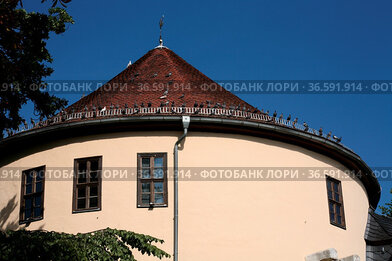 Dieser Turm war früher ein Teil der Stadtbefestigung von Weimar, heute...