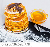 Pancakes with honey and chocolate. Стоковое фото, фотограф Яков Филимонов / Фотобанк Лори