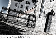 Schmiedeeisernes Tor an einem Schlo§ Стоковое фото, фотограф Zoonar.com/Karl-Heinz Spremberg / easy Fotostock / Фотобанк Лори