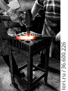 Schmied bei der Arbeit mit glŸhendem Metall, Berlin, Deutschland. Стоковое фото, фотограф Zoonar.com/Karl Heinz Spremberg / easy Fotostock / Фотобанк Лори