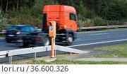 Fahrender LKW und PKW auf einer Bundesautobahn in Deutschland. Стоковое фото, фотограф Zoonar.com/Karl Heinz Spremberg / easy Fotostock / Фотобанк Лори