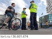 Kundgebung in Berlins City West. Стоковое фото, фотограф Zoonar.com/Karl Heinz Spremberg / age Fotostock / Фотобанк Лори