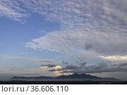 Morning view of Gunung Serapi, Matang, Sarawak, East Malaysua. Стоковое фото, фотограф Chua Wee Boo / age Fotostock / Фотобанк Лори