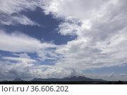 Afternoon view of Gunung Serapi, Matang, Sarawak, East Malaysua. Стоковое фото, фотограф Chua Wee Boo / age Fotostock / Фотобанк Лори
