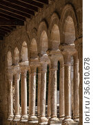 Arcaded gallery of semicircular arches on paired columns, Church ... Стоковое фото, фотограф Tolo Balaguer / age Fotostock / Фотобанк Лори