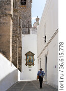 Tourist in dem Andalusischen Dorf Vejer. Стоковое фото, фотограф Zoonar.com/Karl Heinz Spremberg / easy Fotostock / Фотобанк Лори