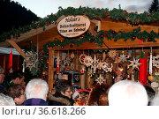 Am Samstag (28.11.2015) wurde unter dem steinernden Viadadukt der... Стоковое фото, фотограф Zoonar.com/Joachim Hahne / age Fotostock / Фотобанк Лори