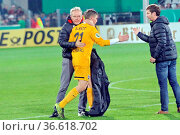 Trost von Trainer Christian Streich (Freiburg) und Sportlicher Leiter... Стоковое фото, фотограф Zoonar.com/Joachim Hahne / age Fotostock / Фотобанк Лори