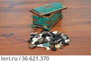 Dose mit Knoepfen - Casket with buttons. Стоковое фото, фотограф Zoonar.com/lantapix / easy Fotostock / Фотобанк Лори