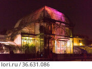 Lichtinstallation im Botanischen Garten in Nantes bei Nacht, Foto... Стоковое фото, фотограф Zoonar.com/Robert B. Fishman / age Fotostock / Фотобанк Лори