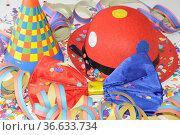 Konfetti, karneval, fasching, fastnacht, hut,silvester, sylvester... Стоковое фото, фотограф Zoonar.com/Volker Rauch / easy Fotostock / Фотобанк Лори