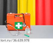 First aid kit with stethoscope and syringe - Belgium. Стоковое фото, фотограф Zoonar.com/Boris Zerwann / easy Fotostock / Фотобанк Лори