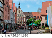 Marktplatz, platz, straßencafe, Rathaus, uhr, uhrturm, Gemünden, Main... Стоковое фото, фотограф Zoonar.com/Volker Rauch / easy Fotostock / Фотобанк Лори