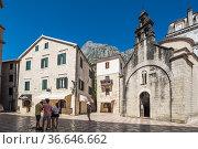 The church of Sveti Luka (Saint Luke) in Kotor on the square Piazza Greca (2019 год). Редакционное фото, фотограф Юлия Белоусова / Фотобанк Лори