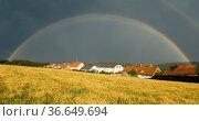 Regenbogen im Taunus, Landschaft. Стоковое фото, фотограф Zoonar.com/Manfred Ruckszio / age Fotostock / Фотобанк Лори