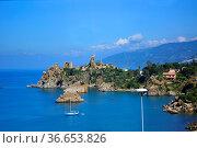 Italien, Italia, Sizilien, bei Domstadt - Cefalu, klares blau - grünes... Стоковое фото, фотограф Zoonar.com/Bildagentur Geduldig / age Fotostock / Фотобанк Лори