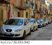 Italien, Italia, Sizilien, Monreale, Parkplatznot mit PKW. Стоковое фото, фотограф Zoonar.com/Bildagentur Geduldig / age Fotostock / Фотобанк Лори