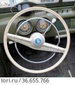 Blick auf das Lenkrad im Cockpit vom DDR PKW Wartburg 311 aus dem... Стоковое фото, фотограф Zoonar.com/Axel Kammerer / age Fotostock / Фотобанк Лори