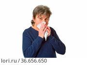 Seniorin putzt sich die Nase - freigestellt auf weissem Hintergrund. Стоковое фото, фотограф Zoonar.com/Birgit Reitz-Hofmann / easy Fotostock / Фотобанк Лори