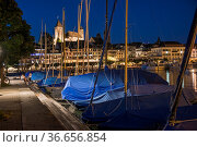 Yachthafen bei Nacht, Rapperswil, Kanton St. GallenSchweiz/Rapperswil... Стоковое фото, фотограф Zoonar.com/Günter Lenz / age Fotostock / Фотобанк Лори