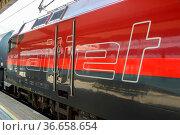 Innsbruck, Österreich - 1. August 2020: ÖBB RailJet Logo Zug Bahnhof... Стоковое фото, фотограф Zoonar.com/Markus Mainka / age Fotostock / Фотобанк Лори