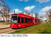 Schwerin, Deutschland - 22. April 2021: Straßenbahn Tram Bahn Nahverkehr... Стоковое фото, фотограф Zoonar.com/Markus Mainka / age Fotostock / Фотобанк Лори