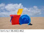 Sandstrand, sand,schaufel, eimer, spielzeug, spielen, buddeln, sandspielzeug... Стоковое фото, фотограф Zoonar.com/Volker Rauch / easy Fotostock / Фотобанк Лори