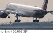 Passenger Airbus A350 Aeroflot. Редакционное видео, видеограф Игорь Жоров / Фотобанк Лори