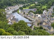 Der Hafen in Dinan von oben gesehen, Bretagne, Frankreich   View ... Стоковое фото, фотограф Peter Schickert / age Fotostock / Фотобанк Лори