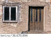 Verfallenes Haus in einem Dorf. Стоковое фото, фотограф Zoonar.com/Karl Heinz Spremberg / easy Fotostock / Фотобанк Лори
