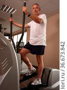 Mann im Fitnessstudio. Стоковое фото, фотограф Zoonar.com/Rüdiger Rebmann / easy Fotostock / Фотобанк Лори