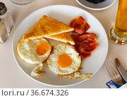 Fried eggs with ham and toast bread. Стоковое фото, фотограф Яков Филимонов / Фотобанк Лори