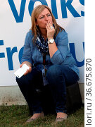 Tanja Metzler (OK-Vorsitzende) in der Beobachterposition bei den ... Стоковое фото, фотограф Zoonar.com/Joachim Hahne / age Fotostock / Фотобанк Лори