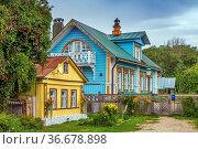 Street with wooden houses in Suzdal, Russia. Стоковое фото, фотограф Zoonar.com/Boris Breytman / easy Fotostock / Фотобанк Лори