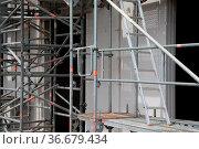 Baustelle, rohbau, hausbau, leiter, aluminium, aluleiter, alu-leiter... Стоковое фото, фотограф Zoonar.com/Volker Rauch / easy Fotostock / Фотобанк Лори